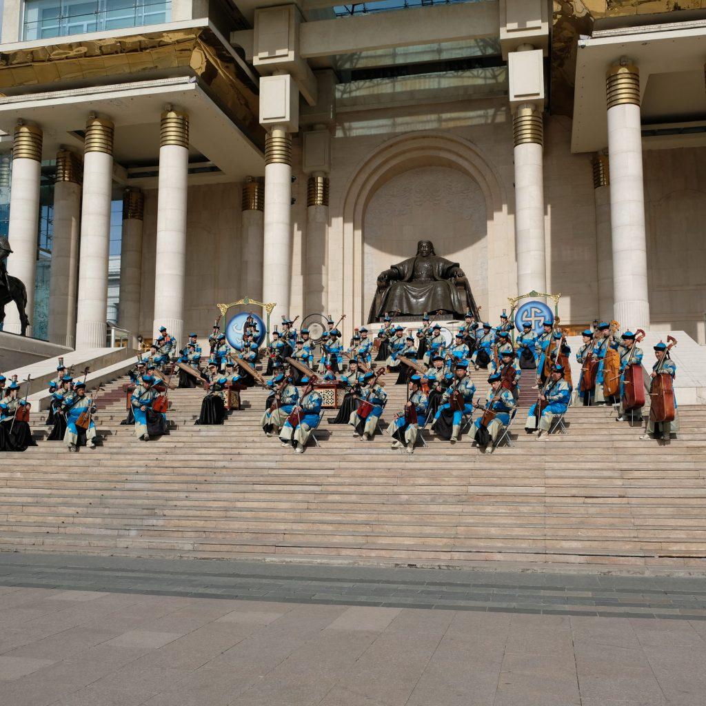 Statue De Gengis Khan, Entrée Du Parlement (avec Le State Morin Khuur Ensemble)