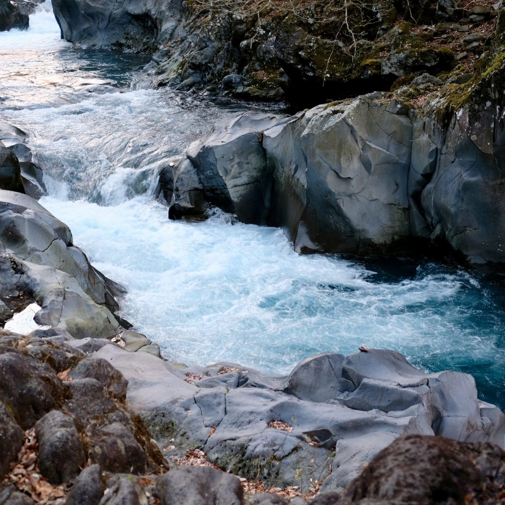 Rivière Longeant Kanmangafuchi Abyss