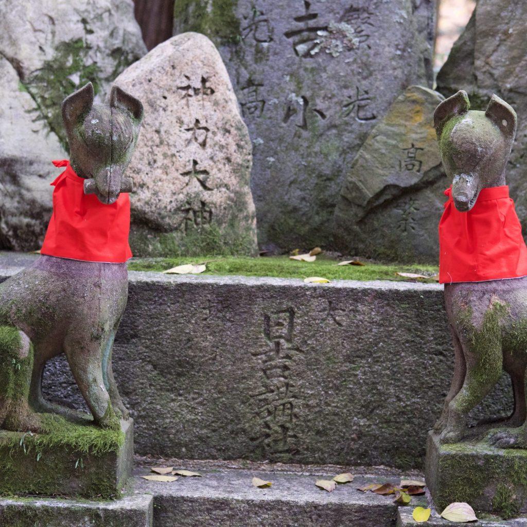 Renards (messagers De Inari) - Sanctuaire FushimiInari Taisha