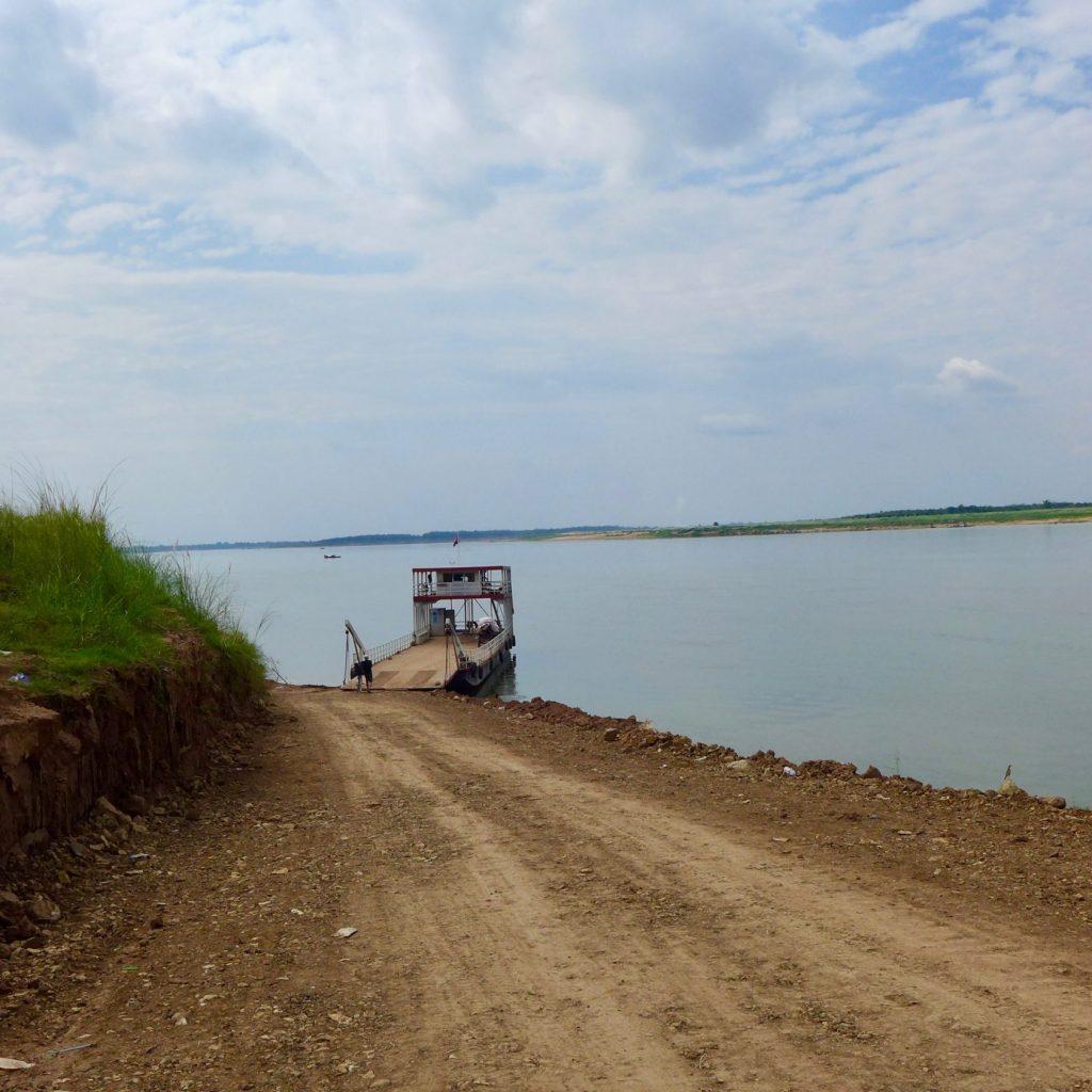 Le Ferry à Quai