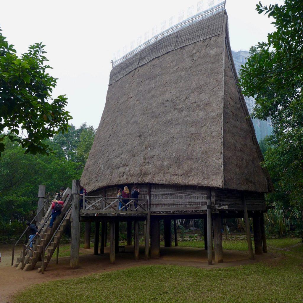 Maison Traditionnelle - Musée D'ethnographie Du Vietnam