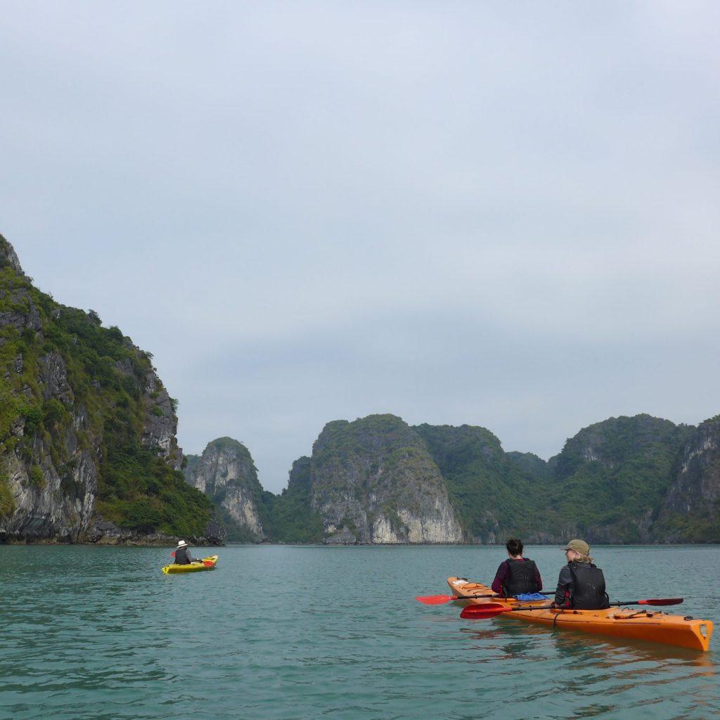 Kayak Dans La Baie D'Ha-Long