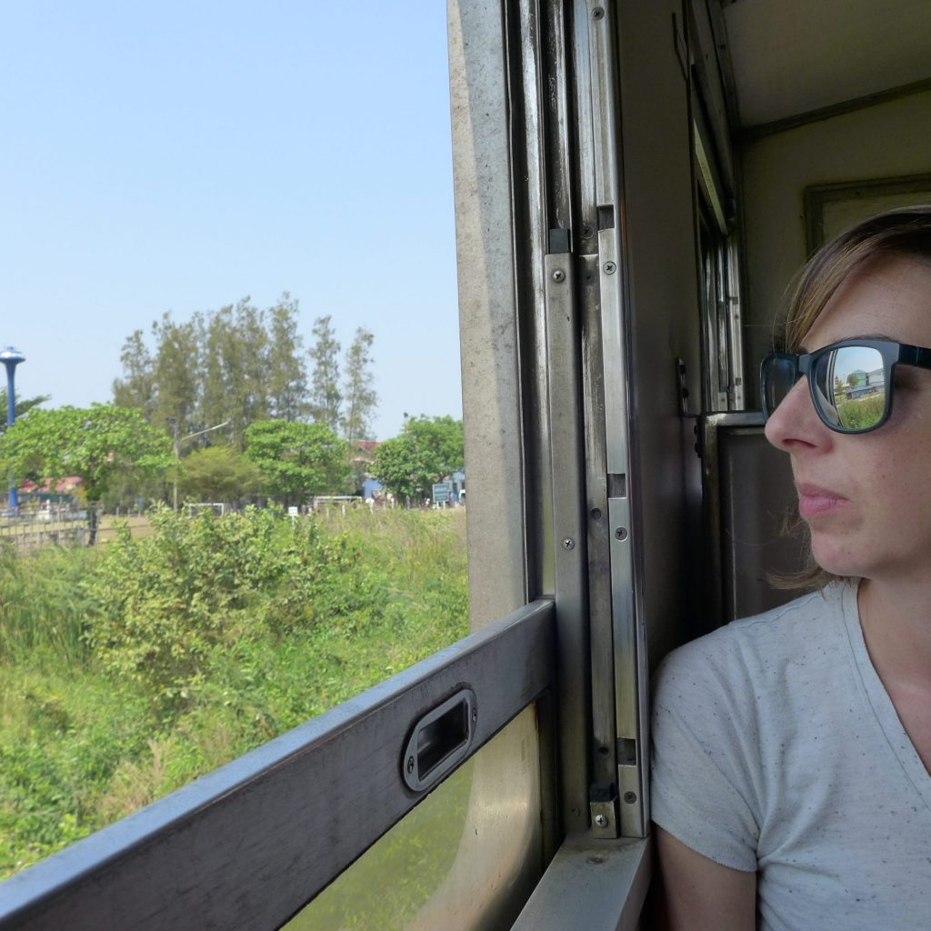 Dans Le Train Vers Ayutthaya