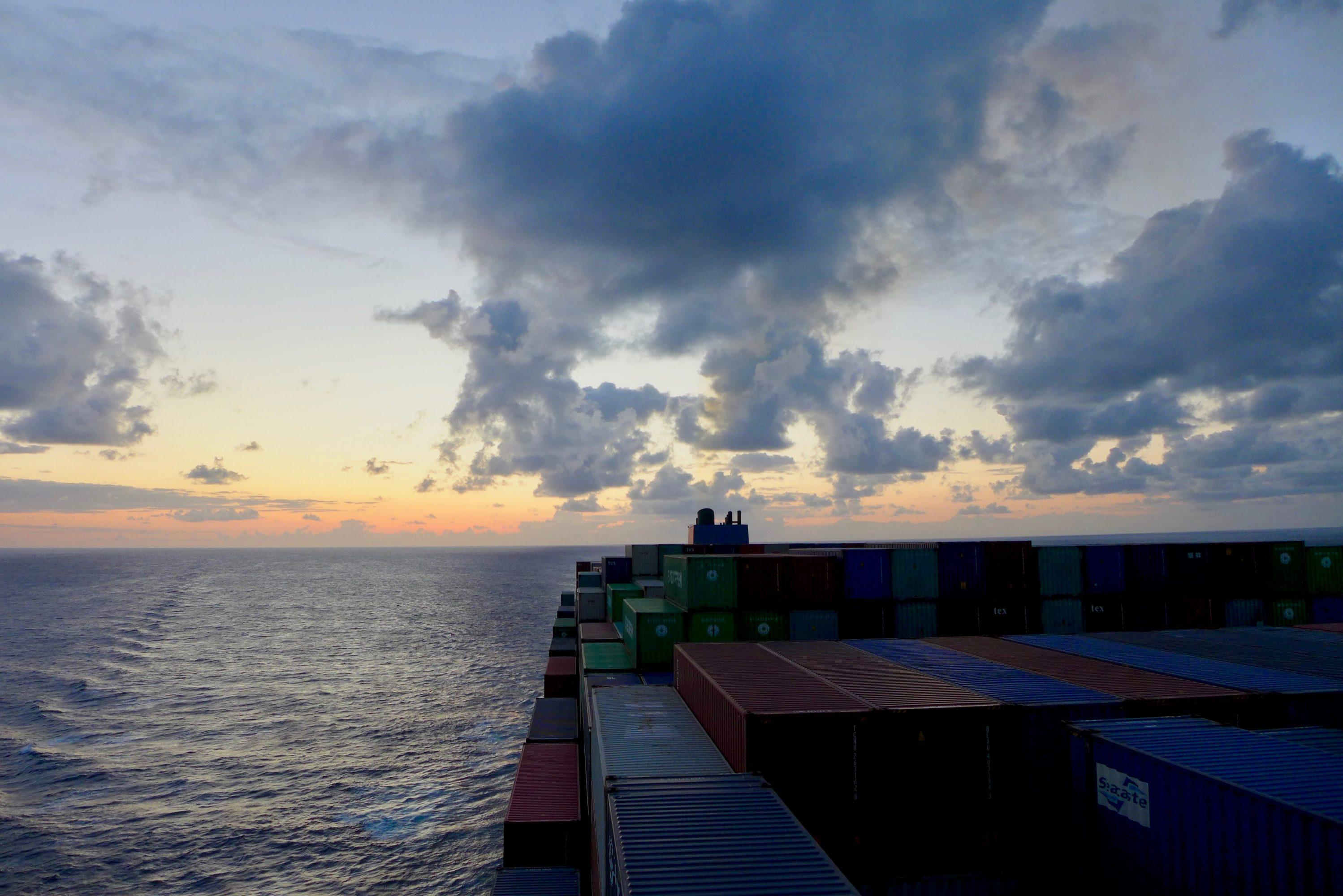 Nos 14 Jours En Cargo à Travers Le Pacifique