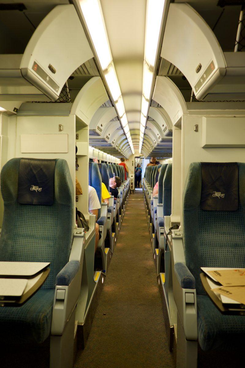 Dans le train (l'allée)