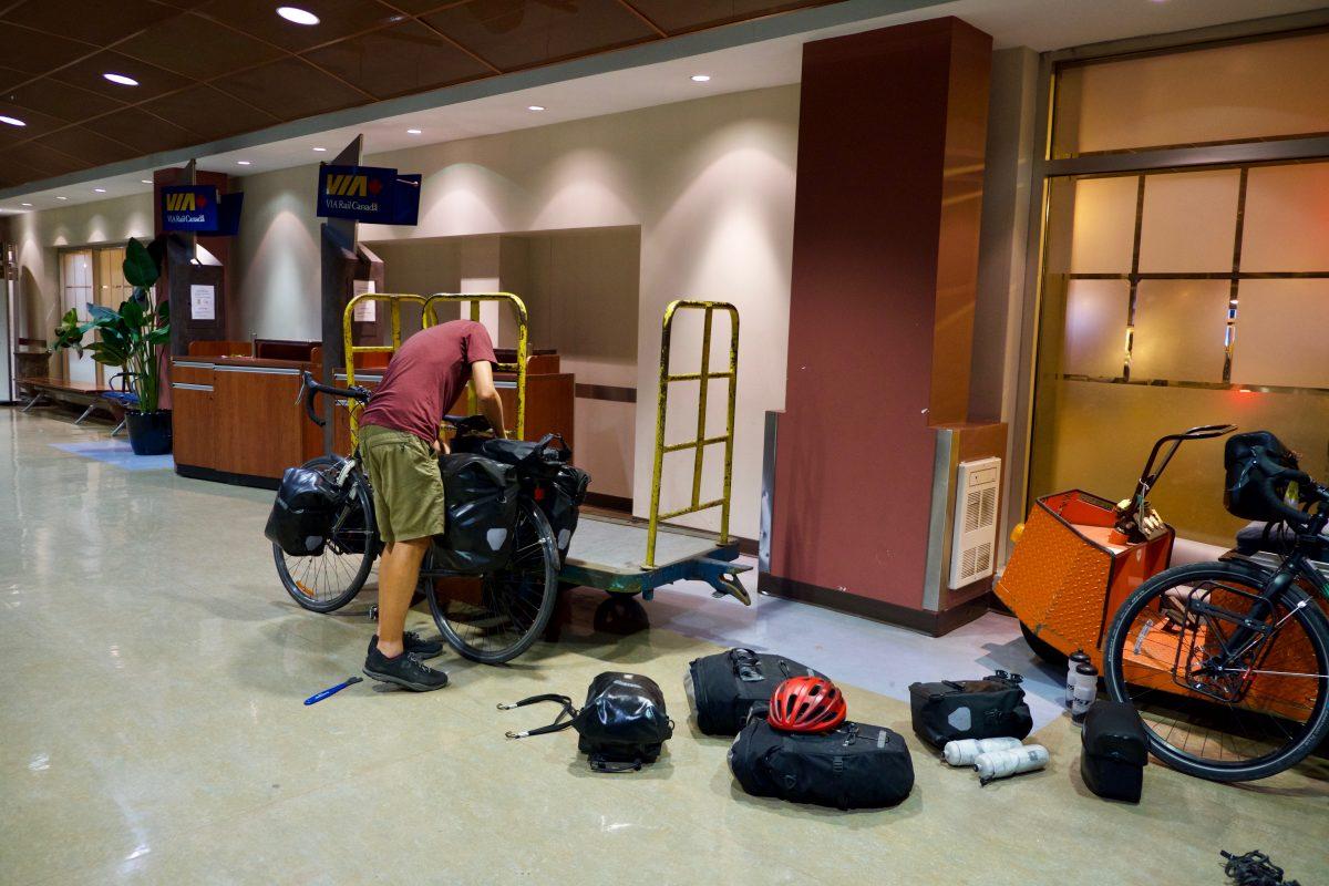 Montage des vélos à la gare